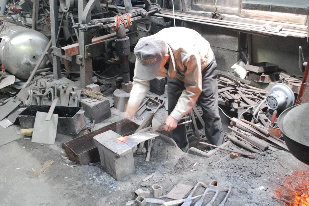 上代鍛冶屋の作業